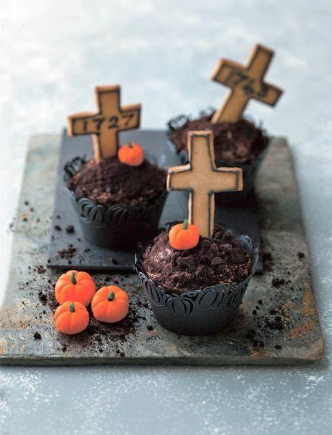 gallery-1440599662-graveyard-cupcakes
